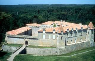 Www Chateaux France Com Chateau De Cazeneuve